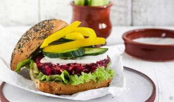 Rote-Bete-Burger mit Meerrettichsoße